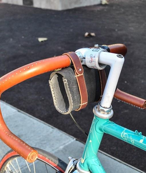 gentuta_bicicleta_piele_neagra_Bitacolor_snur5